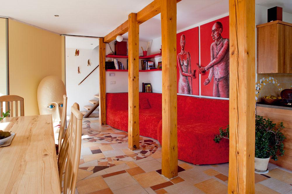 Drevená konštrukcia stavby je vobytnej miestnosti priznaná.