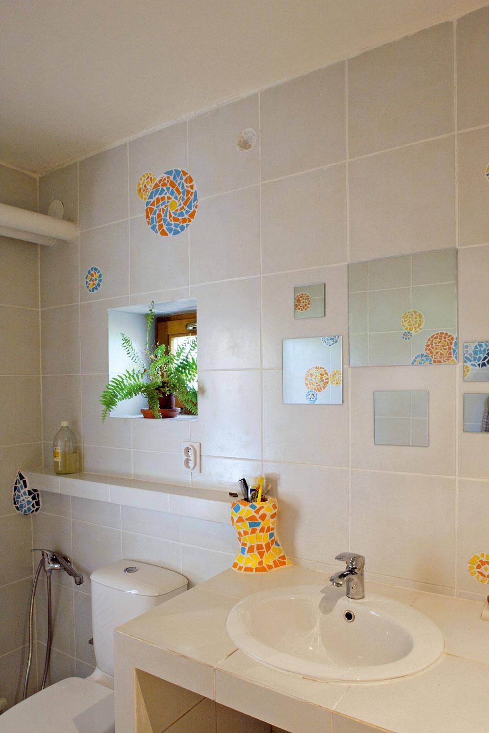 Všadeprítomné dekorácie sú vlastné autorovmu vnímaniu.