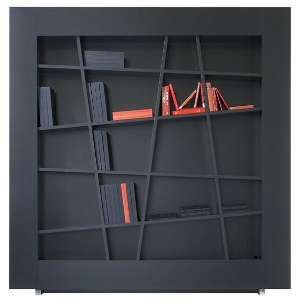 Regál Lines zčiernej laminovanej dosky MDF. Rozmery: š 218 × v213 × h 34 cm. Cena3194€.Predáva Ligne Roset.