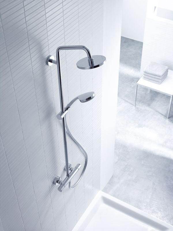 Sprchovací systém Croma 100 Showerpipe sa so svojím štíhlym, moderným vzhľadom hodí do každej kúpeľne, či už ide okompletne novú, alebo zrekonštruovanú. Sprchovací systém je vybavený termostatickou batériou, hornou sprchou D 160 mm aručnou sprchou zasadenou do nastaviteľného držiaka na sprchovej tyči. Štíhly termostat poskytuje maximálny komfort abezpečnosť.