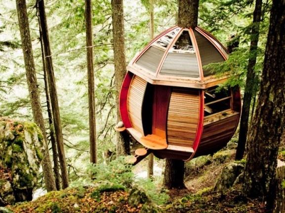 Odvážny víkendový domček ukrytý v hlbinách kanadského lesa