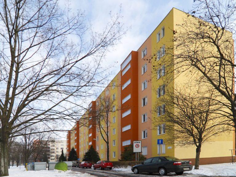 Okenné rošády na bytových domoch slovenských sídlisk