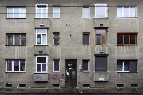 Okenné panoptikum – takto by sme nazvali to, čo tu vzniklo. Áno, podarilo sa vám vytvoriť každé okno iné…