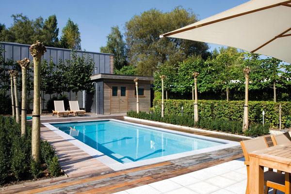 Bazény Myrtha Pools od talianskeho výrobcu sa robia na zákazku. Ich steny sú zantikorových, továrensky poplastovaných panelov, horná hrana môže byť opatrená keramickým obkladom alebo mozaikou.