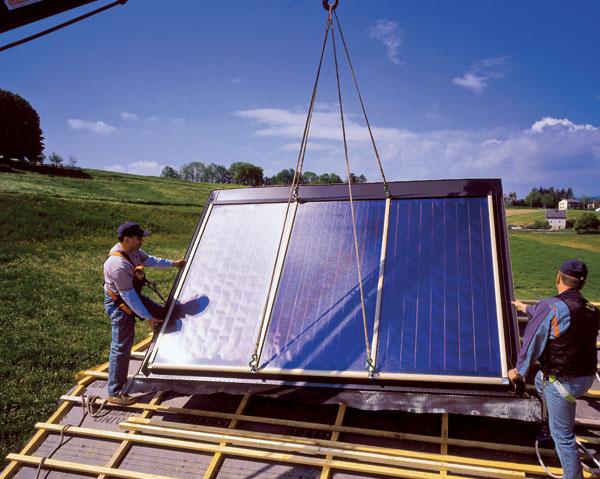 Vposlednom čase sa nielen vo väčších inštaláciách používajú veľkoplošné kolektorové moduly pripravené priamo výrobcom. Urýchľujú montáž aprinášajú nemalú úsporu materiálov na telese kolektora.