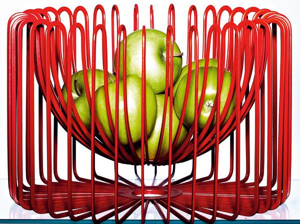 Misa Trdig z červenej ocele, 30 × 20 cm. Dizajn Ehlén Johansson. Cena 19,99 €. Predáva IKEA.