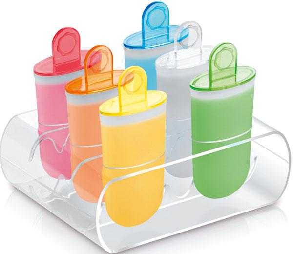 Plastové nádobky Bambini na domácu výrobu nanukov s praktickým stojanom. Vhodné do umývačky. Recept vnútri balenia. Cena 5,50 €/6 ks.