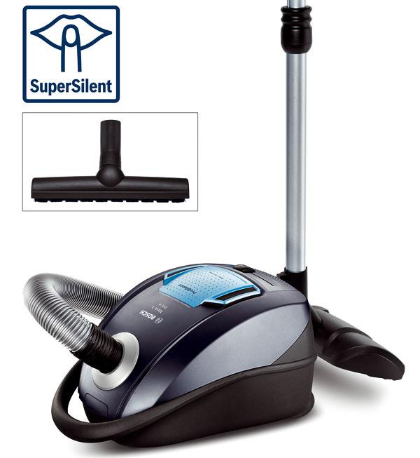 Podlahový vysávač Bosch BGK452100 Maxx´x 2100 W hepa parquet. Extra tichý (70 dB) podlahový, vďaka systému SilenceSound sniekoľkovrstvovým tlmením hluku, tichým prietokom vzduchu, motorom redukujúcim hluk avibrácie ahubicou, ktorá optimalizuje hluk. Maximálne prúdenie vzduchu asilný výkon zaručujú aerodynamicky tvarované lopatky. Hubica smäkkými štetinami asacou šírkou 30 cm uľahčuje vysávanie tvrdých podláh. Odporúčaná cena 179 €.