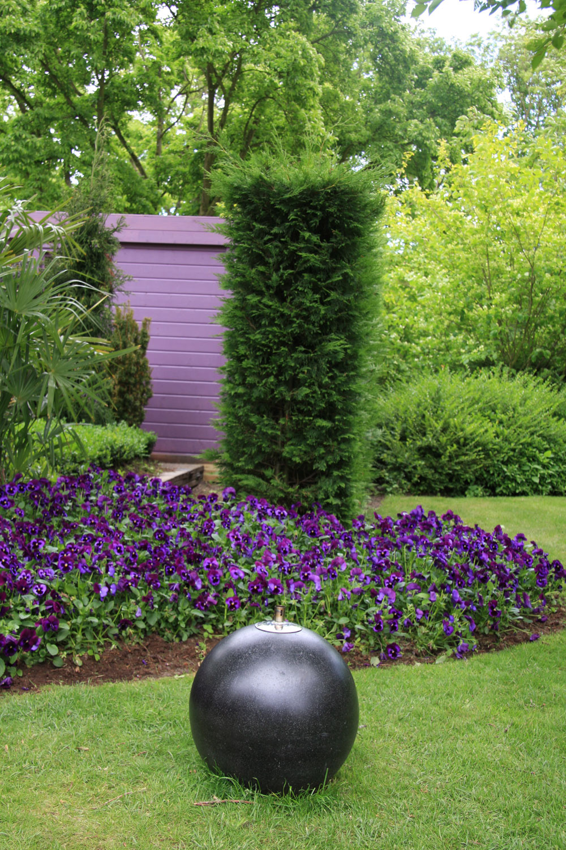 Takýchto sirôtkových zátiší je vtejto záhrade viac.