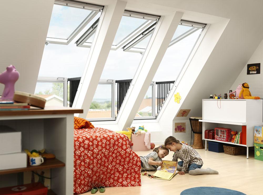 Spojenie sexteriérom avďaka veľkej zasklenej ploche aj viac svetla vpodkroví vám ponúkne strešný balkón GDL CabrioTM. Pritom nevyžaduje žiadne stavebné úpravy či zabudovanie do podlahy. Je priamo integrovaný do strechy.
