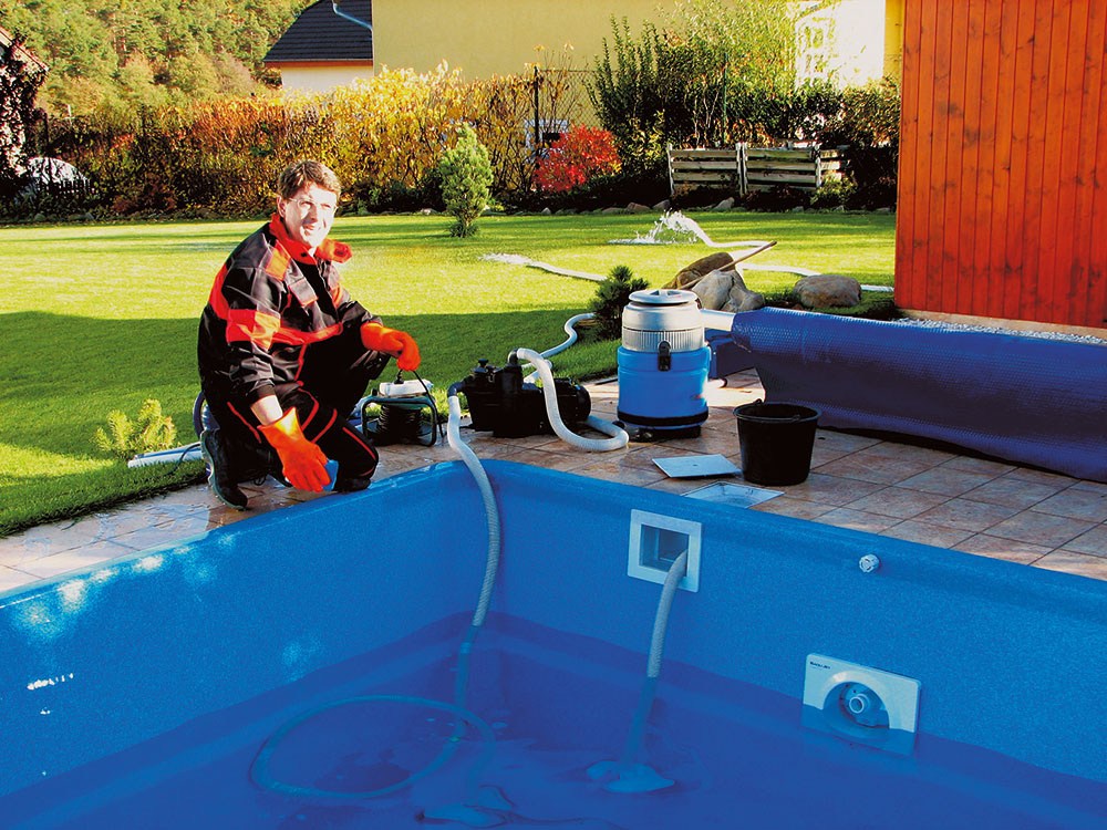 Keď je bazén vyčistený, zapojte filtráciu a solárny ohrev.