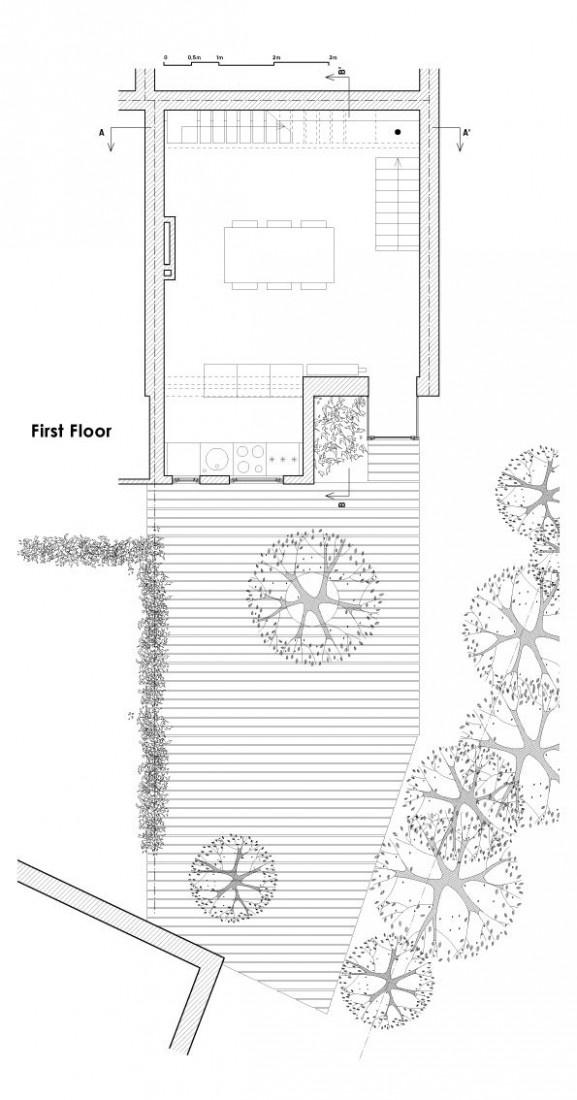 Moderný domček s pohyblivými schodmi a požiarnou tyčou v Belgicku