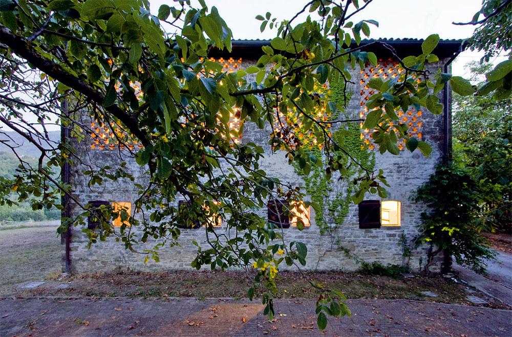 Budovy ztehál akameňa sú pre taliansky vidiek charakteristické.