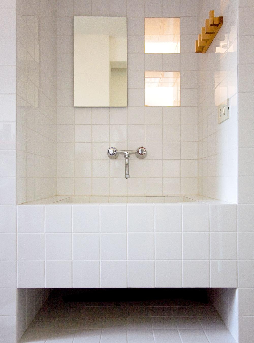 Jednotlivé kúpeľňové funkcie sú prístupné zvonka – vznikla tak kúpeľňa naruby.