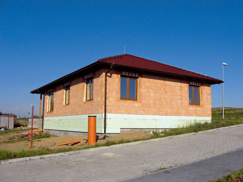 Stavba zbrúsených tehál Heluz