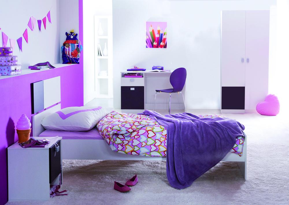 Detská izba v čistých líniách, plná svetla a symetrie. Karibu je vhodná pre kreatívnych rodičov s deťmi, ktorí radi kombinujú. Môžete si totiž zvoliť základnú zostavu a ďalej ju doplňovať o dizajnérsky zaujímavé komody či skrinky.