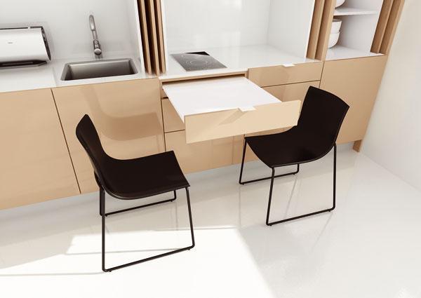 Inšpirácia pre skutočne malé kuchyne – napríklad vgarsónkach. Výsuvný stôl sa ukáže, iba ak ho budete potrebovať, ináč neprekáža ani milimetrom.