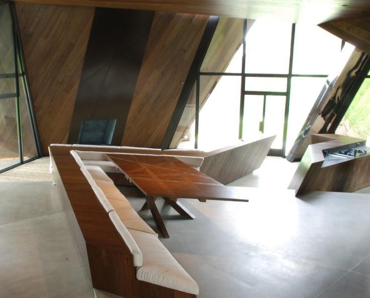 Vďaka tejto dizajnovo čistej a dynamickej konštrukcii získal interiér budovy svoj osobitý ráz.