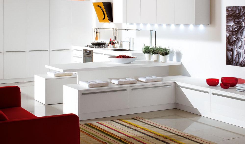 Inšpirácia zveľkého priestoru vhodná aj do malých bytov. Znovuobjavené lavice spojené spraktickými skrinkami vám pomôžu získať potrebný odkladací priestor azároveň vytvoriť dôstojné miesto na stolovanie. Samozrejme, ich veľkosť treba – rovnako ako rozmery stola – prispôsobiť priestorovým možnostiam.