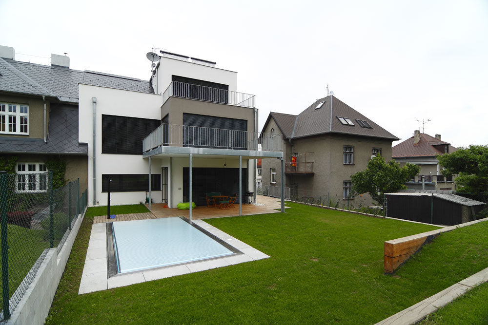 Napriek tomu, že dom vyzerá ako moderná novostavba, ide orekonštrukciu.