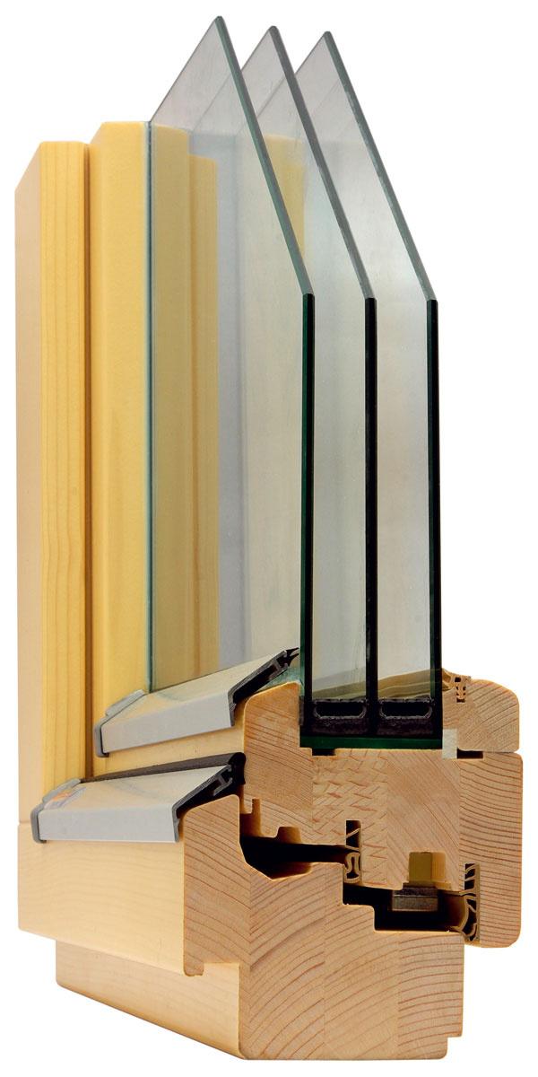 Drevené eurookno Solid Comford SC92 bolo vyvinuté tak, aby vyhovelo štandardu pasívneho domu. Profil okna je doplnený zateplením spodnej časti rámu okna izolačným materiálom – termoplastickou penou CompactFoam. Odtok vody je vyriešený vyfrézovanými odtokovými otvormi vráme, ktoré vyúsťujú nad vonkajší parapet. Zasklenie izolačným trojsklom Ug = 0,53 W/(m2 . K), súčiniteľ prechodu tepla oknom Uw = 0,70 W/(m2 . K).