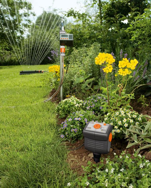 Senzor pôdnej vlhkosti Gardena 1188 meria aktuálnu vlhkosť pôdy aodovzdáva informácie zavlažovaciemu počítaču. Pomocou otočného gombíka nastavíte stupeň vlhkosti podľa potreby okolitých rastlín. Odporúčaná cena 53,99 €.
