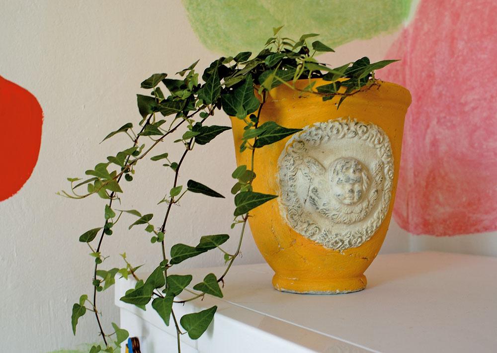Aj na detailoch, akými sú farba či ornamenty na kvetináči, si treba dať záležať.