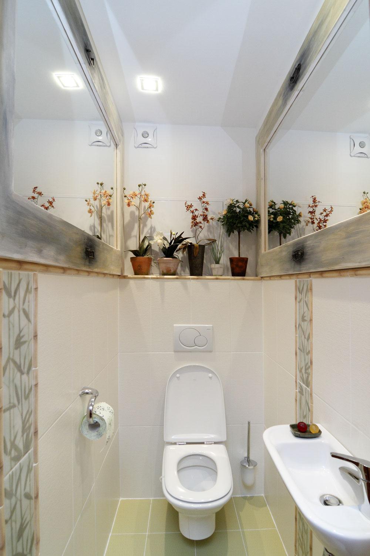 Kto by povedal, že skutočným meradlom kultúry domácnosti je praobyčajný záchod? Ten Cecin sa jedného dňa isto-iste dostane do múzea najmilovanejších toaliet.
