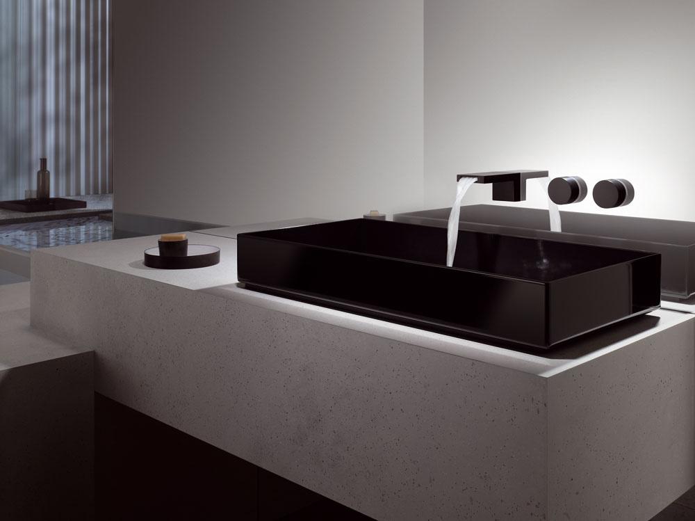 Ikeď unás dáva väčšina ľudí prednosť stojančekovej klasike, nástenné (podomietkové) batérie patria vmoderných elegantných kúpeľniach kvýraznému trendu a môžu mať rovnako veľa foriem avariácií ako stojančekové:Dornbracht, séria Deque