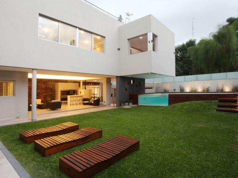 Dom postavený pre mladú rodinu obklopený zeleňou