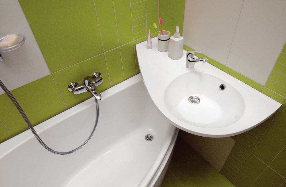 Veľakrát nám pôvodná dispozícia aveľkosť kúpeľne neumožňuje želaný komfort. Vhodne zvolenou sanitou možno využiť aj malý priestor.