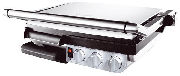 Kontaktný abarbecue gril 2 v1 Catler GR 8012. Rozmery (š × h × v): 48,9 × 38,1× 15,9 cm. Odporúčaná cena 269,99 €, predáva Fastplus.