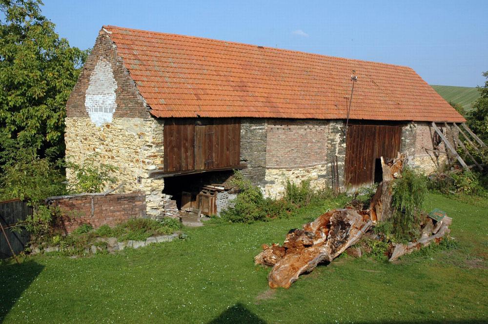Takto vyzerala stodola, než na nej zapracoval jej súčasný majiteľ.