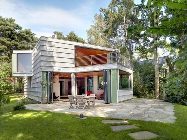 Tento dom si získa každého: Drevo, svetlo a netradičné tvary!