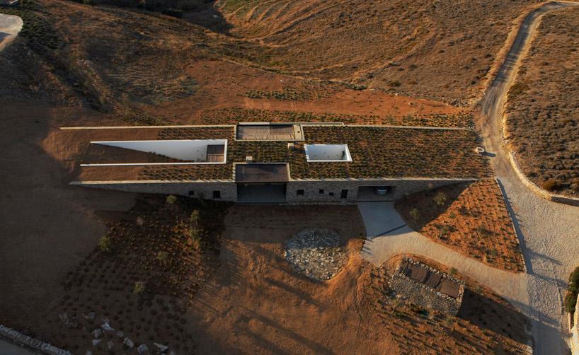 dom, ktorý splynul s panorámou ostrova