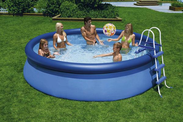 Samonosné gumové bazény sú určené najmä na to, aby sa mali vlete kde vyšantiť vaše ratolesti. Miesta budú mať dostatok – najmenší bazén typu Swing má priemer 3,7 m ahĺbku 70 cm. Tento typ bazénov je síce rýchlym, ale aj krátkodobým riešením.