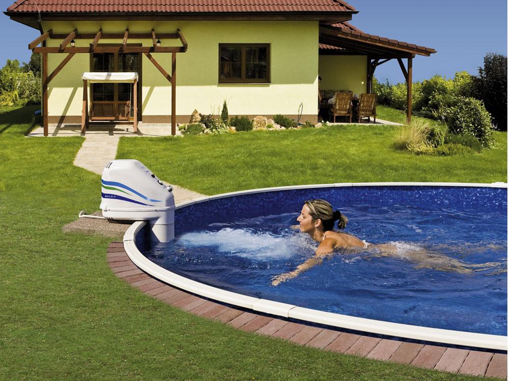 Vďaka protiprúdu si dobre zaplávate aj vmenšom bazéne – závesný môžete doplniť aj dodatočne. Aak si zaobstaráte aj zastrešenie aohrev vody, užijete si plávanie až šesť mesiacov vroku.
