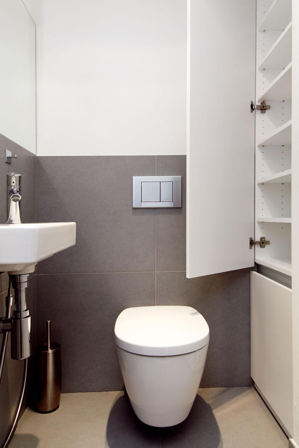 Aj malá nika na záchode môže byť funkčná.