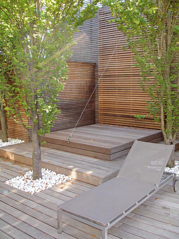 Kabinet sa obvykle vyrába ztepelne upraveného dreva (tzv. thermowood). Vďaka tepelnej úprave je drevo tvarovo stále, odoláva parazitom amožno ho celoročne vystaviť poveternostným vplyvom. Typická je preň tmavá farba, ktorá na slnku časom zosvetlie. USSpa, predáva PolySystem