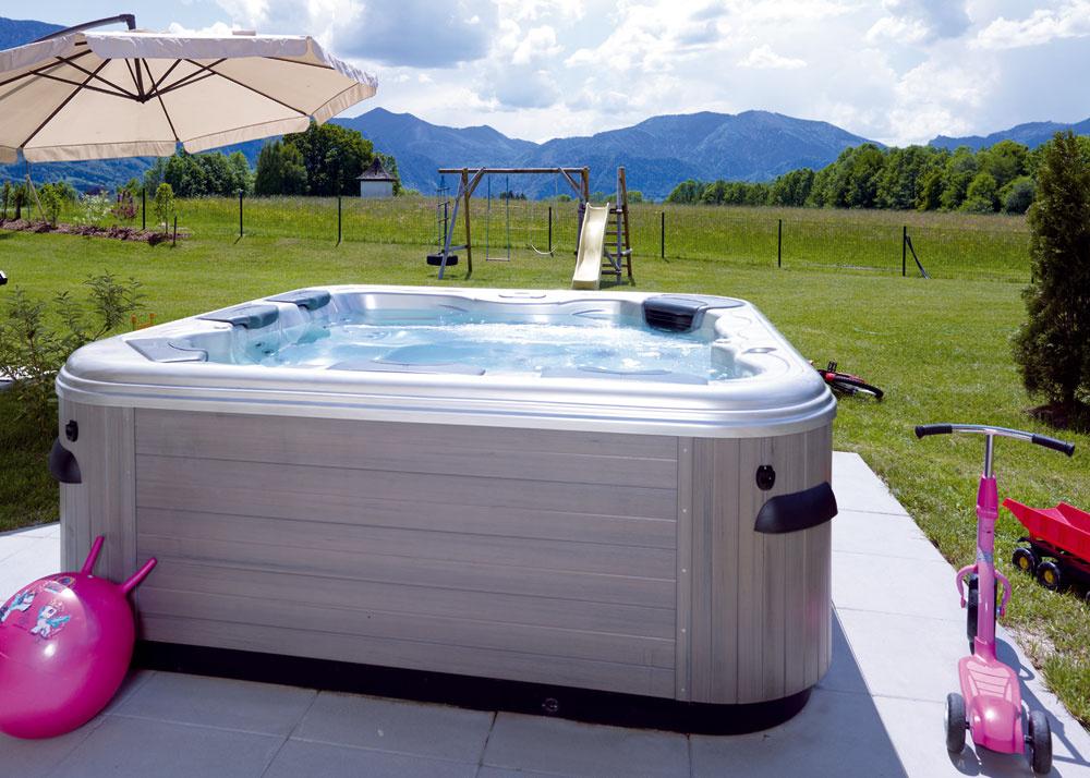 Ako doplnok si kmasážnemu bazénu Villeroy & Boch môžete vybrať vodoodolný stereosystém, aromaterapiu či vonkajšie osvetlenie. Farebné LED svetlá priamo vo vode majú vo výbave všetky modely.