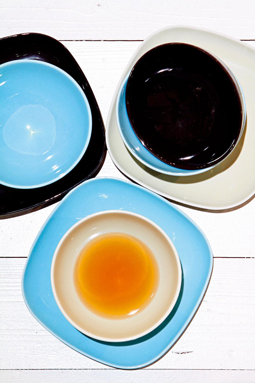 Misky a tanieriky IKEA 365+ zo živicového porcelánu v rôznych farbách. Dizajn Susan Pryke. Cena misky 1,99 €/ks, cena taniera 3,49 €/ks. Predáva IKEA.