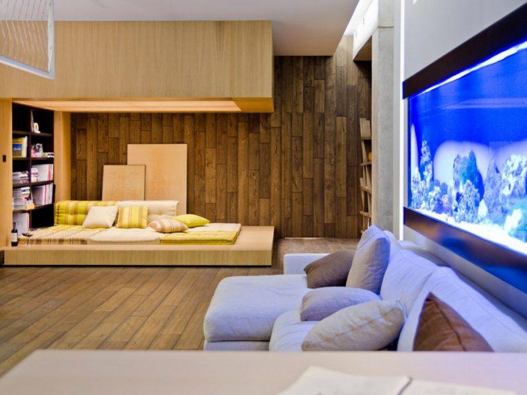 Štýlový loftový byt plný betónu, dreva a železa
