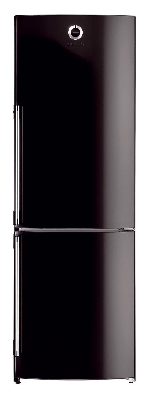 Kombinovaná chladnička Gorenje RK 68 SYB zdizajnovej série Simplicity svýškou 180 cm. Objem 230/82 litrov. Zásuvka CoolFresh, chladiaca časť sautomatickým odmrazovaním, antibakteriálna úprava. Spotreba elektrickej energie 284 kWh/rok, energetická trieda A+. Cena 460 €.