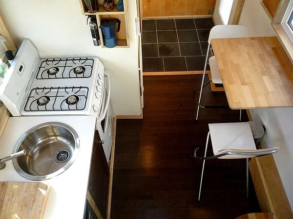 Nájdete tu aj mini jedáleň či kuchyňu, ktorej naozaj nič nechýba...