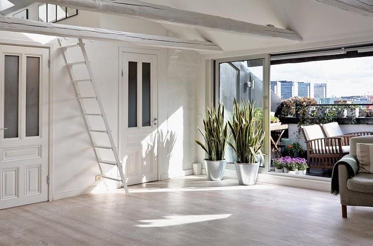 Obytná plocha zaberá 120 m2 vrátane nádhernej terasy, ktorá ponúka fantastický výhľad na mesto.