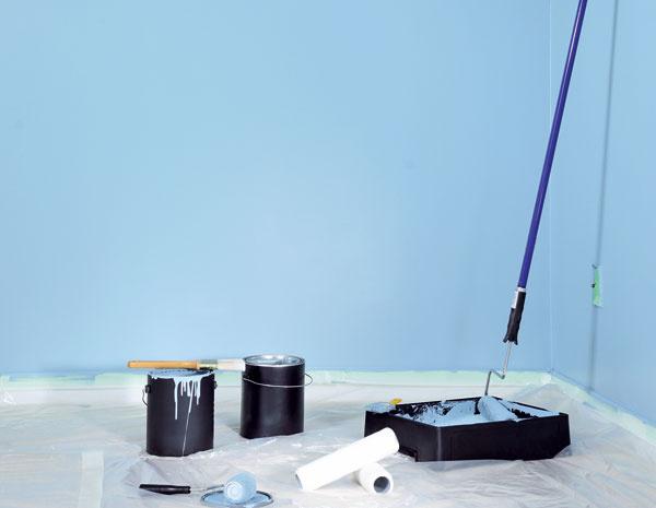 Vsúčasnosti sa pri maľovaní azda najviac využíva valček. Ten si treba namočiť do farby len do troch štvrtín apoužiť stieraciu mriežku – tak sa zabezpečí rovnomerné rozloženie farby na jeho povrchu.
