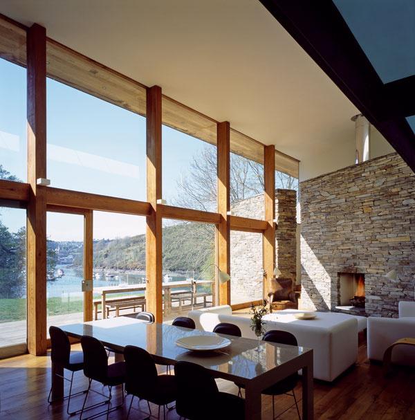Božský, nič iné sa na výhľad, ktorý tieto okná poskytujú, povedať nedá. Členenie, veľkosť atakisto materiály sú viac než premyslené avytvárajú úchvatný obraz. architektúra: Seth Stein Architects