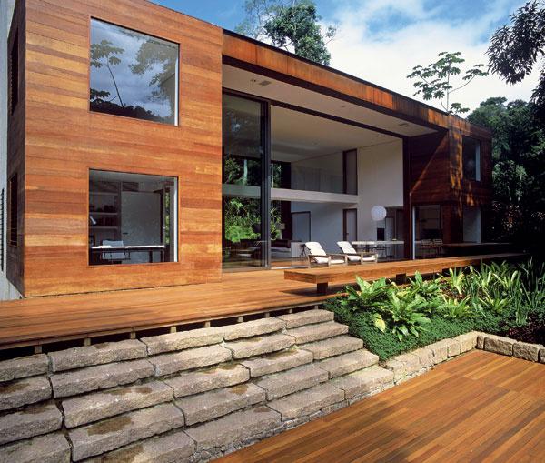 Bezrámové alebo fascinujúco obrovské okná na rodinných domoch. Závidíme, pretože unás môžeme stále iba snívať otýchto architektonických prvkoch, navyše technicky bezchybne zvládnutých. Máme sa ešte veľa čo učiť. architektúra: Arthur Casas Iporanga