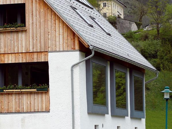 Povedali by ste, že tieto okná poskytujú takýto nádherný výhľad? Ato tu predtým boli vráta do pôvodnej stodoly. Autori naozaj pekne využili ich potenciál. architektúra: Georg W. Reinberg