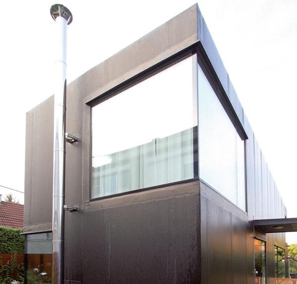 Rohové okno vtýchto rozmeroch asminimalistickými detailmi je skutočne zaujímavý architektonický prvok. Pokojne sa inšpirujte.  architektúra: Dipl. Ing. Günter Pichler